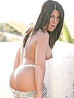 Sensual milf kendra secrets exposes her hidden treasures in the warmth of the sun